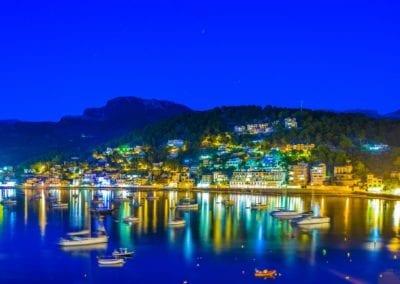mydaycharter.com Yachtcharter Mallorca Aussicht Schiffe Palma Abend Hafen Stadt Bucht