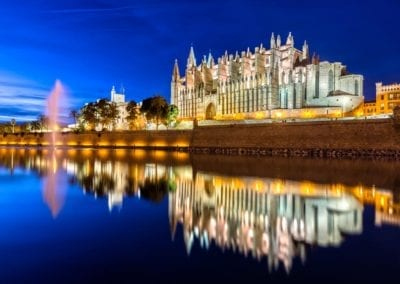 mydaycharter.com Yachtcharter Mallorca Aussicht Kathedrale Catedral Palma Abend Hafen Stadt