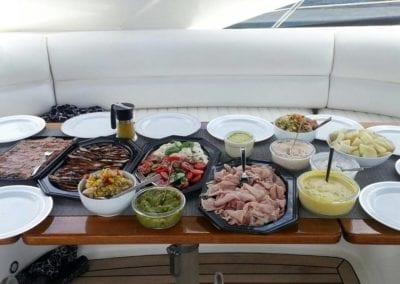 mydaycharter.com Mallorca Yachtcharter Lunch Yacht BBQ Freunde grillen entspannt Yacht Genuss