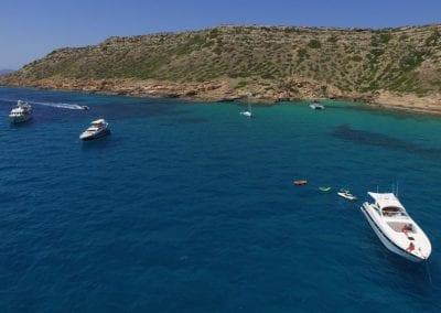 mydaycharter.com Mallorca Yachtcharter Alfamarine Jetski Wasserlounge Sonnenbaden Bucht
