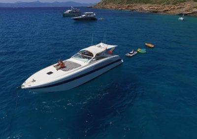 mydaycharter.com Mallorca Yachtcharter Alfamarine Jetski Wasserlounge Sonnenbaden