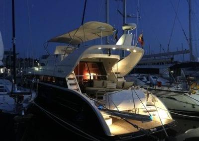 mydaycharter.com Mallorca Yachtcharter Diva bei Nacht im Hafen Yacht