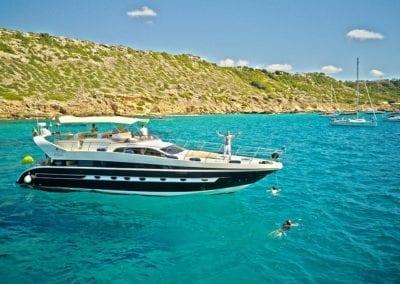 mydaycharter.com Mallorca Yachtcharter Conam Freude schwimmen Sonnendeck